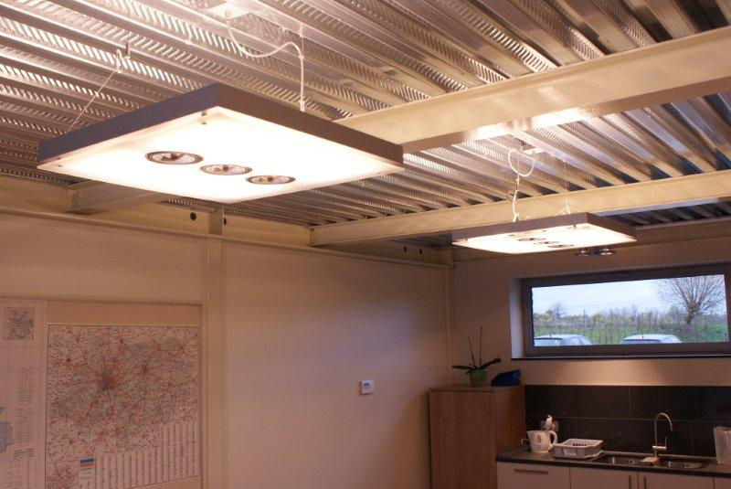 Moderne designverlichting op kantoor